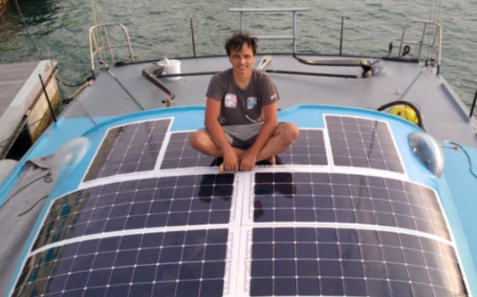 https://www.solbian.eu/img/cms/Vendée Globe 2020/Didac Costa with solar panels